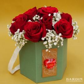 Scatola 12 rose rosse e velo da sposa