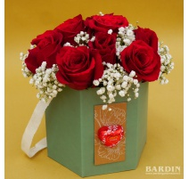 Scatola 12 rose rosse con velo da sposa