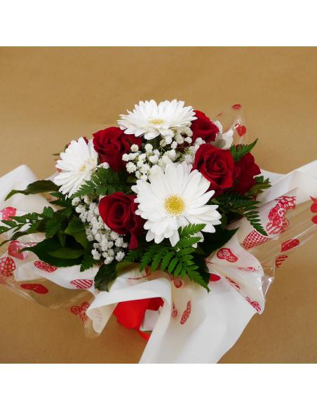 Bouquet con 7 rose rosse e gerbere