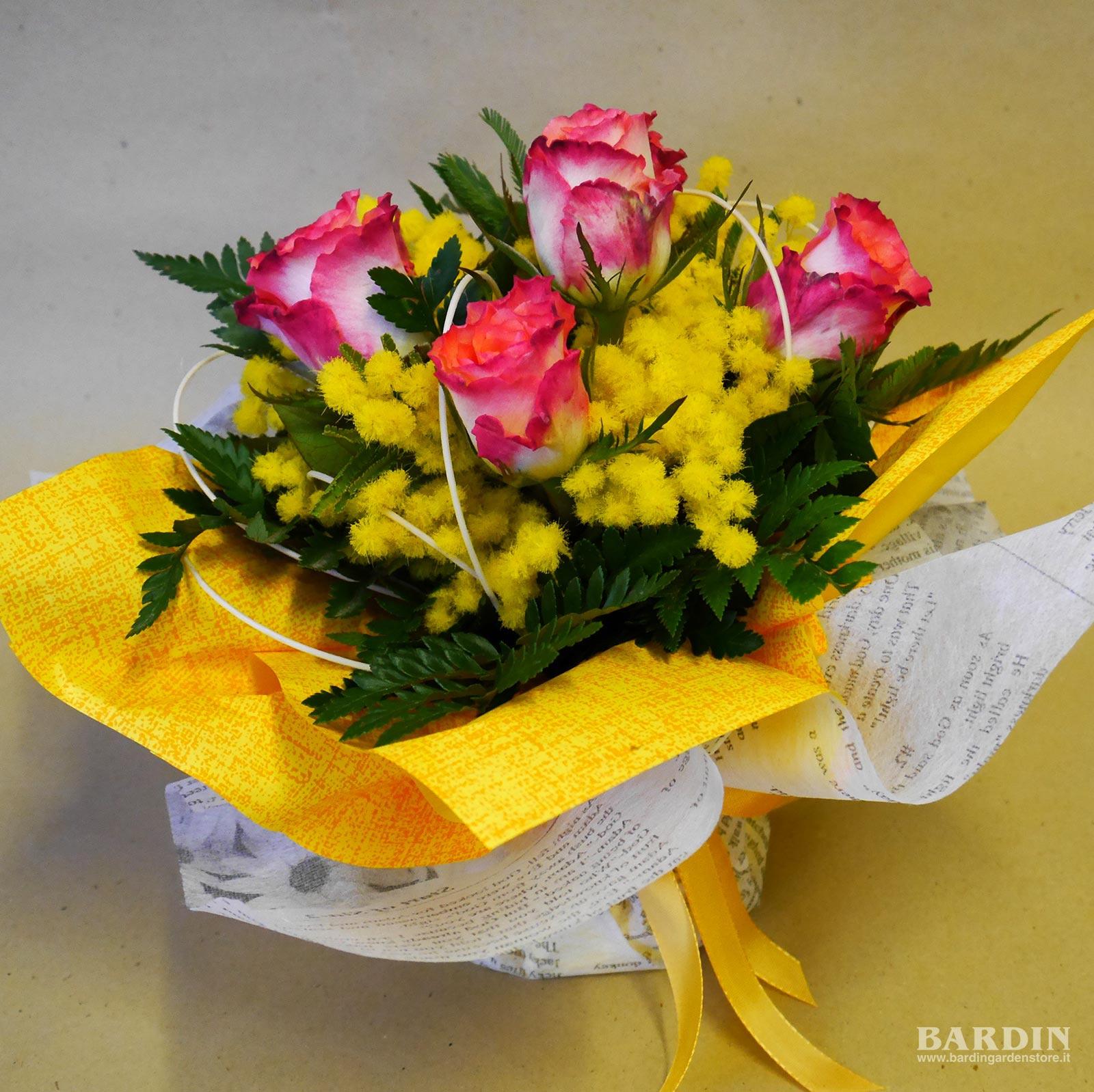 Mazzo Di Fiori Con Mimose.Mazzo Di Fiori Rose Con Mimosa Bouquet Eshop Bardin Gardencenter
