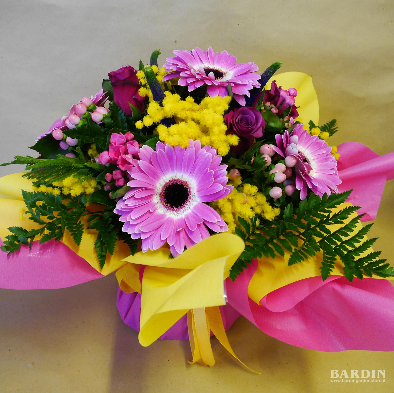 Mazzo Di Fiori Con Mimose.Bouquet Mazzo Di Fiori Misti Con Mimosa Eshop Bardin Gardencenter