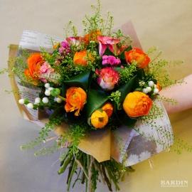 Mazzo di fiori con anemoni arancioni