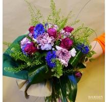 Mazzo di fiori misti con garofani