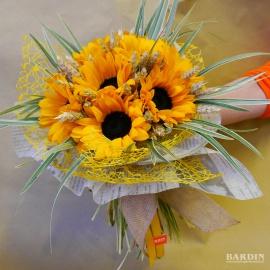 Mazzo di fiori misti con girasoli