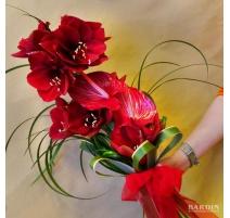 Mazzo di fiori misti con amaryllis