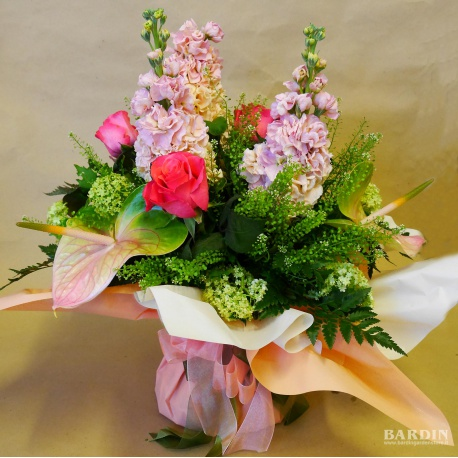 Mazzo di fiori misti bouquet con riserva acqua