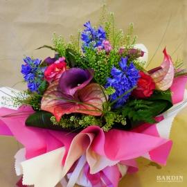 Bouquet di fiori misti con riserva acqua