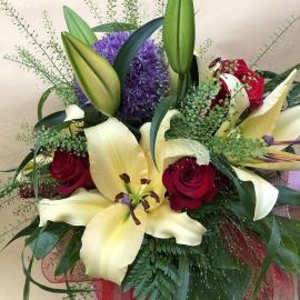 Bouquet misto con rose e lilium