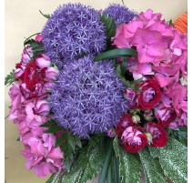Bouquet misto con rose allium e ortensie