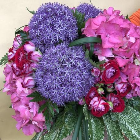 bouquet misto con rose allium e ortensie