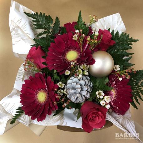 bouquet di fiori invernale con rose e gerbere