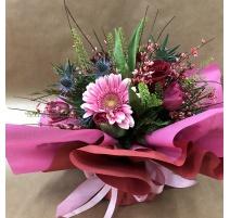 Bouquet di fiori con gerbere, rose e tulipani con riserva acqua