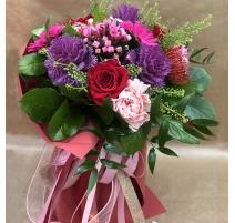 Mazzo di fiori misti con rose e gerbere